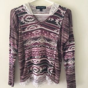 Almost Famous M  sweater with lace and fringe